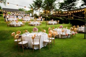 outdoor-wedding-festoon-light-hire